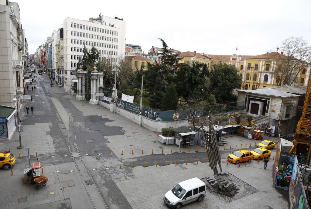 Tipičen pogled – najbolj oblegane ulice nekaj dni po napadih samevajo.