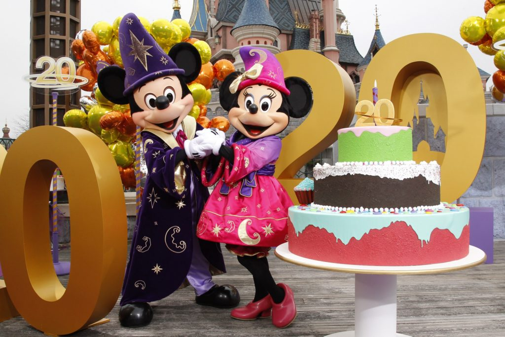 Mickey and Minnie are pictured at the 20th anniversary celebrations of Disneyland Resort in Marne-la-Vallee, outside Paris, March 31, 2012. REUTERS/Benoit Tessier (FRANCE - Tags: ENTERTAINMENT TRAVEL) - RTR305N0