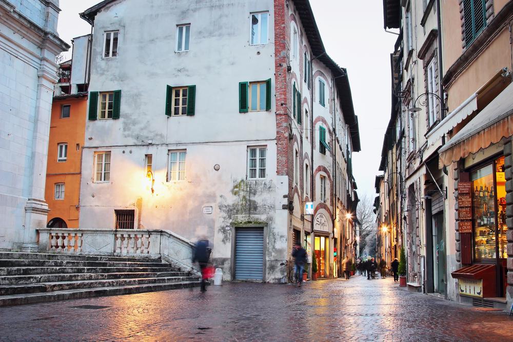 italija_lucca_shutterstock_291653792